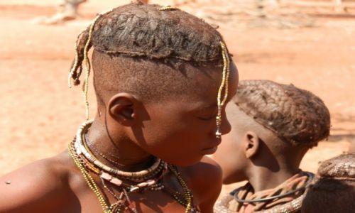 Zdjęcie NAMIBIA / Granica z Angolą / Okolice Epupa / Mały pasterz