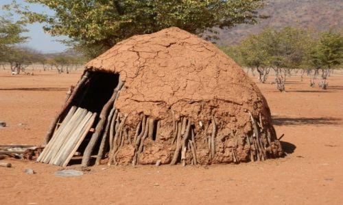 Zdjęcie NAMIBIA / Granica z Angolą / Okolice Epupa / Domek Himba