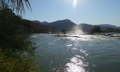 Zdjęcie NAMIBIA / Opuwo / Opuwo / Rzeka Kunene
