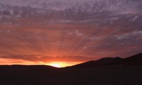 NAMIBIA / Pustynia Namib / Park Narodowy Namib Naukluft, wydma 45 / Na ten wschód słońca czekały na 45 wydmie dziesiątki osób - był spektakularny