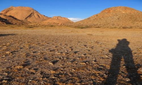 Zdjęcie NAMIBIA / Ziemie Buszmenów / Spitzkoppe / Zbliżamy się do Spitzkoppe zwanego Matterhornem Afryki