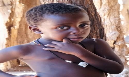 Zdjecie NAMIBIA / Damaraland / Wioska regionalna plemienia Damara / Chłopczyk z plemienia Damara