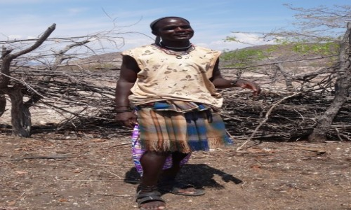 Zdjecie NAMIBIA / Kaokoland / Wioska Himba / Facet Himba - prawda, że nic ciekawego ? ;))