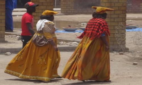 Zdjęcie NAMIBIA / Kunene / Opuwo / Na ulicy w Opuwo