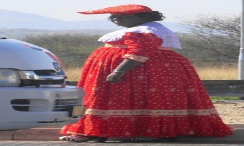 Zdjecie NAMIBIA / Kunene / na ulicy w Opuwo / Dumne Herrero