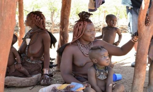 Zdjecie NAMIBIA / Damaraland / Wioska Himba / Himba - matki i dzieci