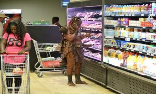 NAMIBIA / Damaraland / Opuvo / Na zakupach w markecie