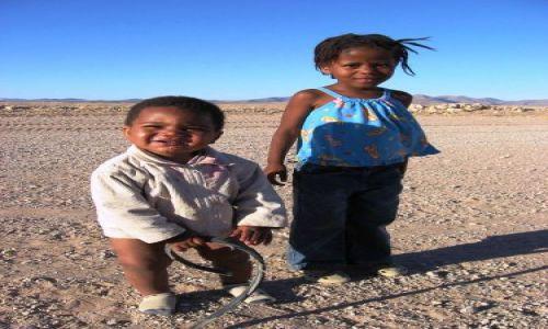 Zdjecie NAMIBIA / Namib Naukluft  / Ganab Pan / dzieci pustyni