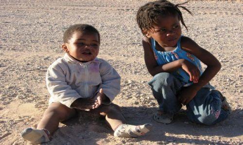 Zdjecie NAMIBIA / Namib Naukluft  / Ganab Pan / opiekunka do dziecka
