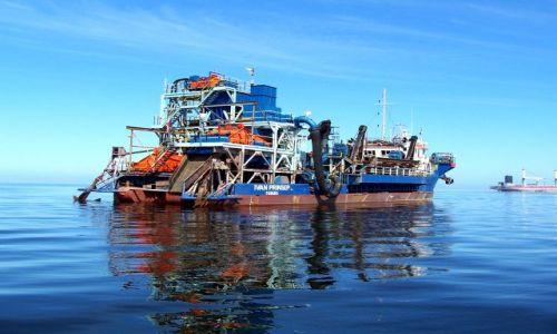 NAMIBIA / brak / zatoka Walvis Bay / statek do odzyskiwania diamentów z dna morskiego