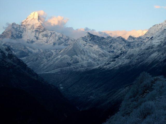 Zdjęcia: Mong Li, Khumbu, Ama dablam o zachodzie, NEPAL