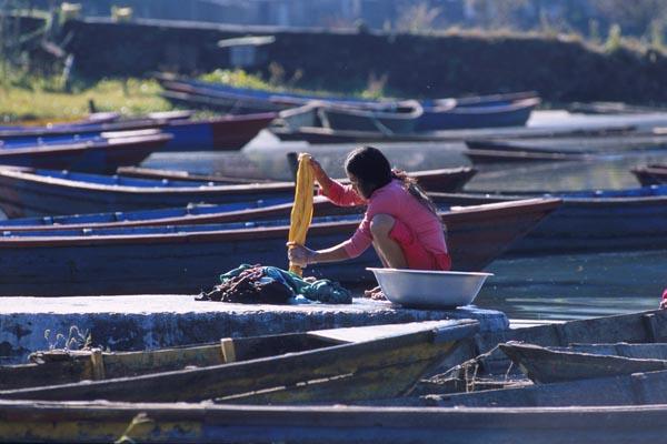 Zdjęcia: Pokhara, Pranie, NEPAL