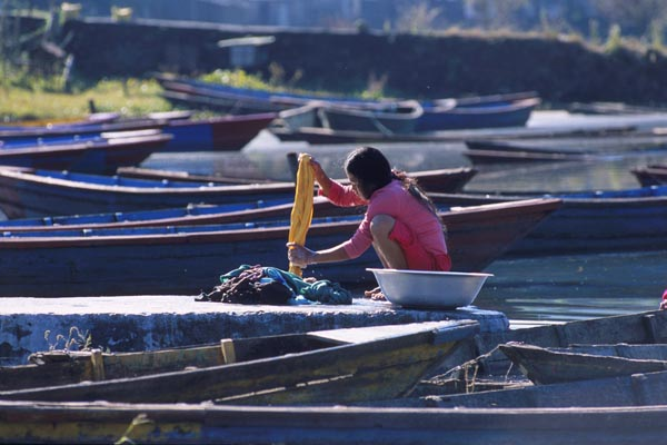 Zdj�cia: Pokhara, Pranie, NEPAL