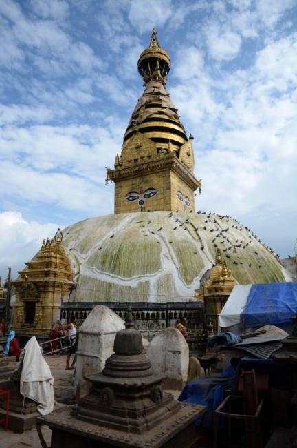 Zdjęcia: Swayambunath - Świątynia Małp, Kathmandu, Na szczęście stoi:), NEPAL