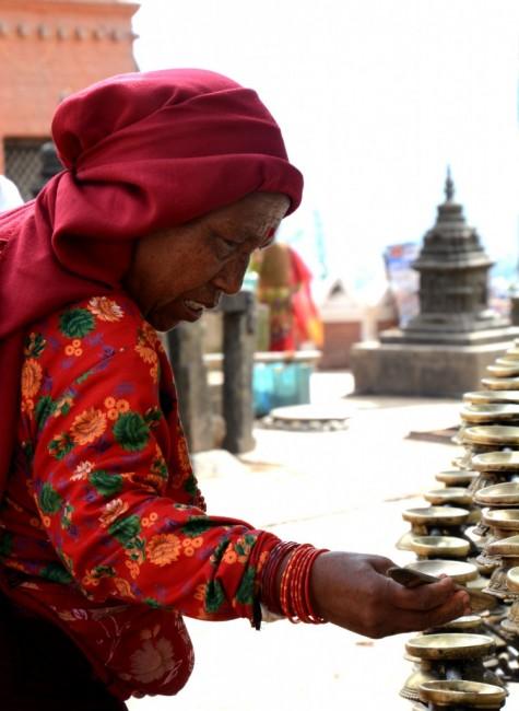 Zdjęcia: Swayambunath - Świątynia Małp, Kathmandu, Prace porządkowe, NEPAL