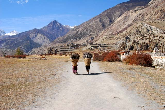 Zdjęcia: okolice Manang'u, Himalaje, kosze pelne ciepla, NEPAL