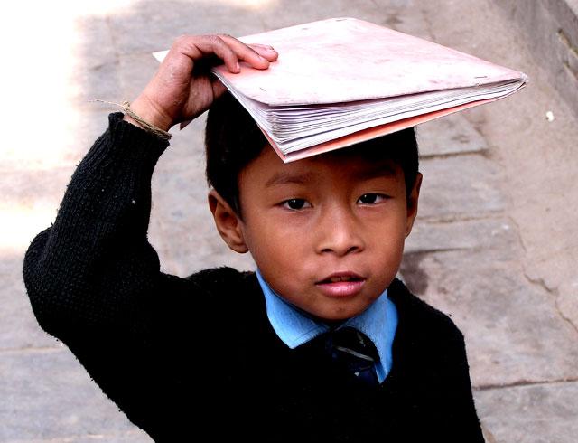 Zdjęcia: HIMALAJE, PARK SAGARMATHA, NEPALSKI UCZEN, NEPAL
