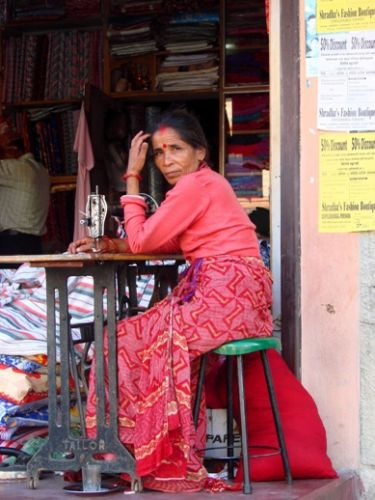 Zdjęcia: Pokhara, krawcowa, NEPAL