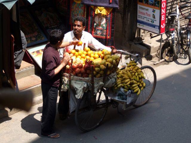 Zdj�cia: Kathmandu, Dolina Kathmandu, Swieze owoce, NEPAL
