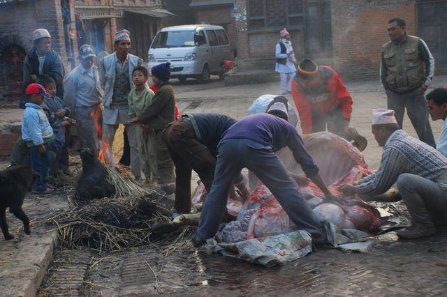 Zdjęcia: NEPAL, Annapurna TREK, Bhaktapur - ludzkie potrzeby , NEPAL