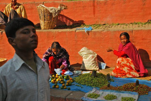 Zdjęcia: Kathmandu - Thamel, Dolina Kathmandu, Małe targowisko na ulicach Kathamnsu , NEPAL