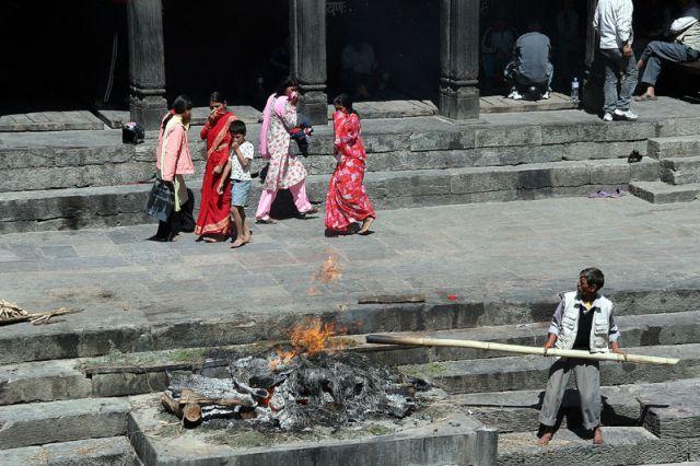 Zdjęcia: BHAKTAPUR, Kremacja, NEPAL