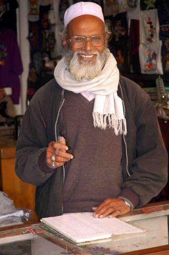 Zdjęcia: kathmandu, sklepik z koszulkami szytymi na zamówienie, NEPAL