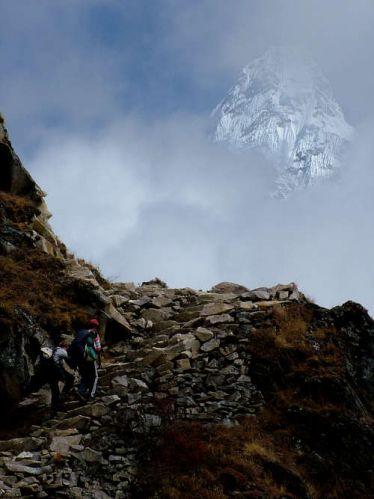 Zdjęcia: Sagarmatha National park, Himalaje, Amadablam za chmurami, NEPAL