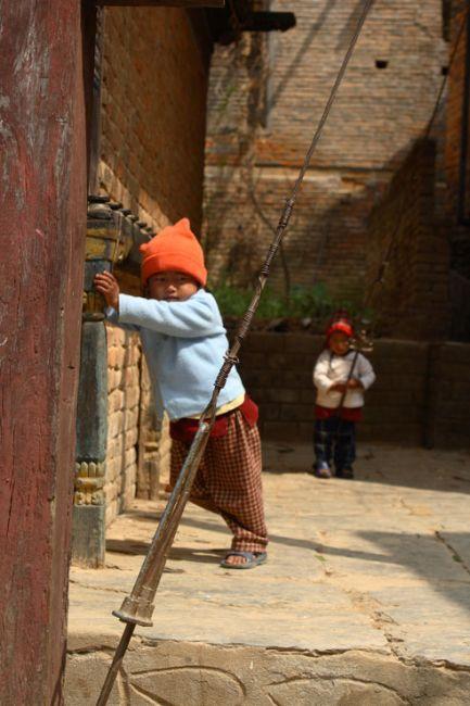 Zdjęcia: Stare Centrum Bandipur, Bandipur, Bawiące się dzieci, NEPAL