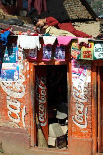 Zdjęcia: dolina kathmandu, autoryzowany dealer coca coli :), NEPAL