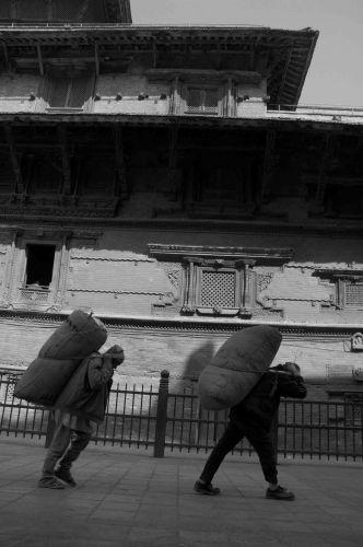 Zdjęcia: kathmandu, durbar sq, ciężko..., NEPAL