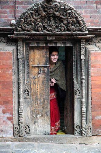 Zdjęcia: kathmandu, durbar sq, panienka z okienka, NEPAL