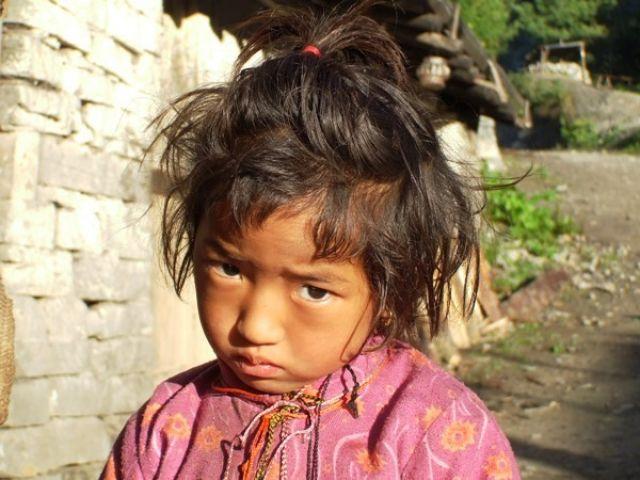 Zdjęcia: Gdzies na szlaku, mała nadąsana:), NEPAL