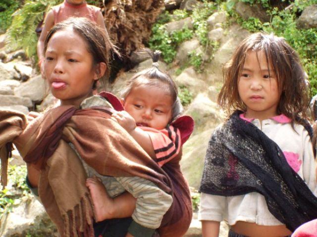 Zdjęcia: gdzieś na szlaku, małe mamy, małe miss.., NEPAL