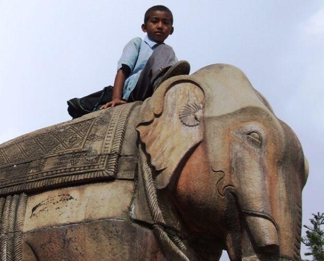 Zdjęcia: gdzieś na szlaku, ..a po szkole jeździmy na słoniach:), NEPAL