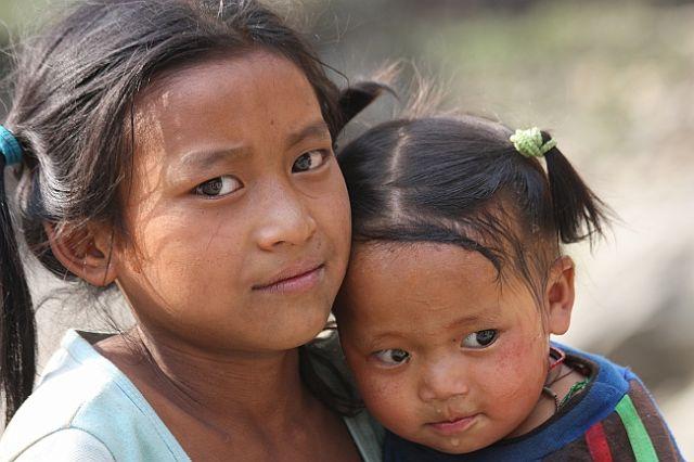 Zdjęcia: W jednej z wiosek w drodze pod Dhaulagiri, Dziewczynki, NEPAL
