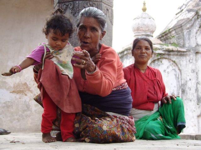 Zdjęcia: gdzies na szlaku.., trzy pokolenia.., NEPAL