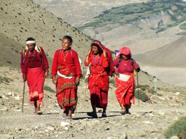 Zdjęcia: gdzies na szlaku.., czerwieni czar, NEPAL