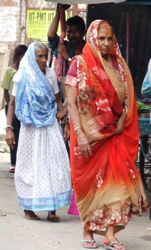 Zdjęcia: gdzies na szlaku.., kolory - bez wzgledu na wiek, NEPAL