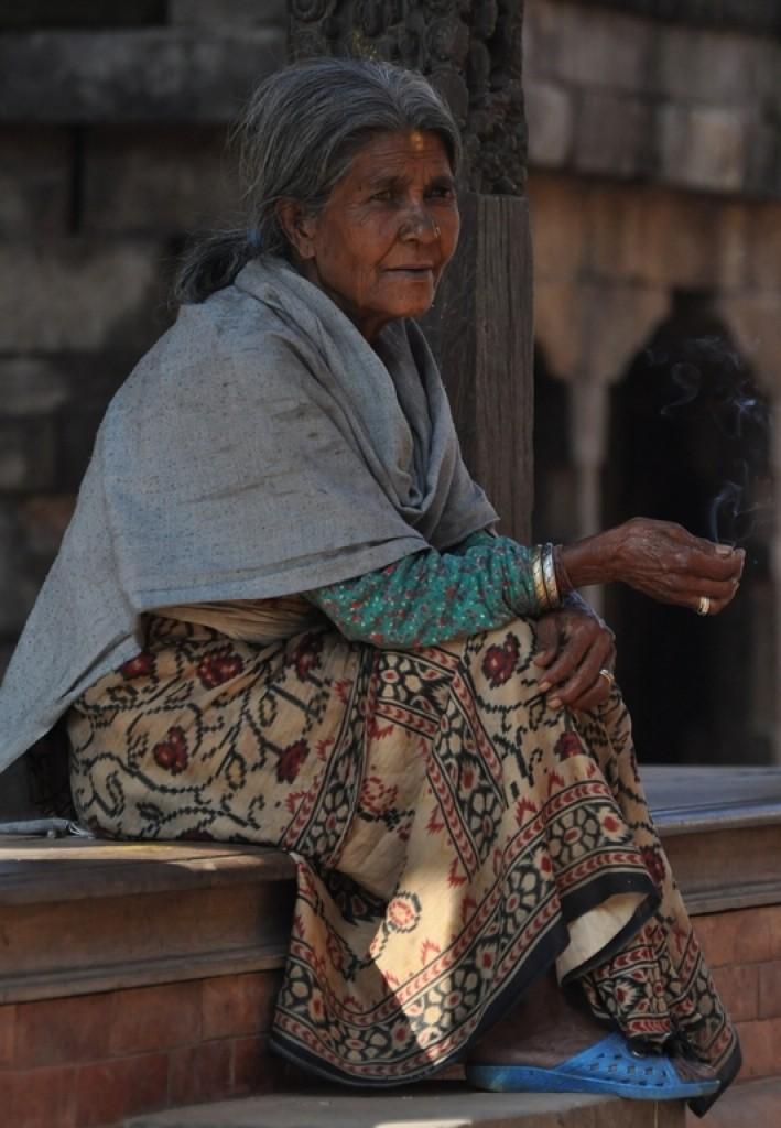 Zdjęcia: Bhaktapur, Dolina Kathmandu, kobieta w Bhaktapur, NEPAL