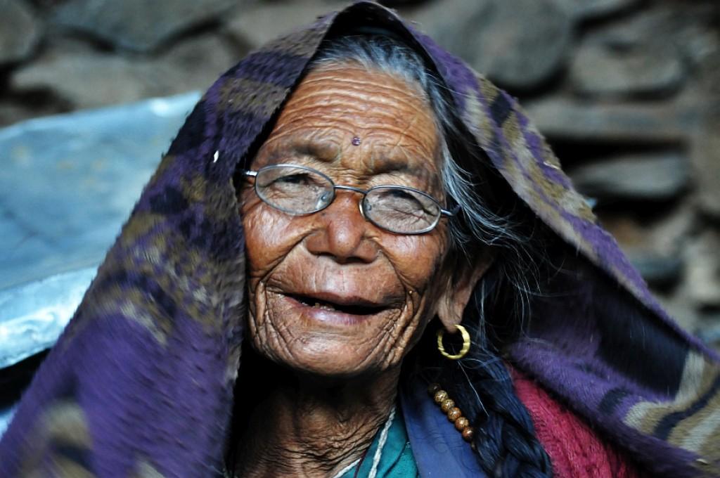 Zdjęcia: Pisang, Pisang, sprzedawczyni jabłek, NEPAL
