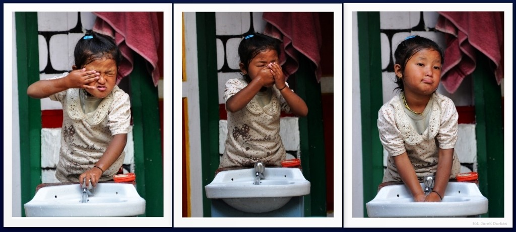 Zdjęcia: Dharapani, Annapurna, Mycie w 3 aktach, NEPAL