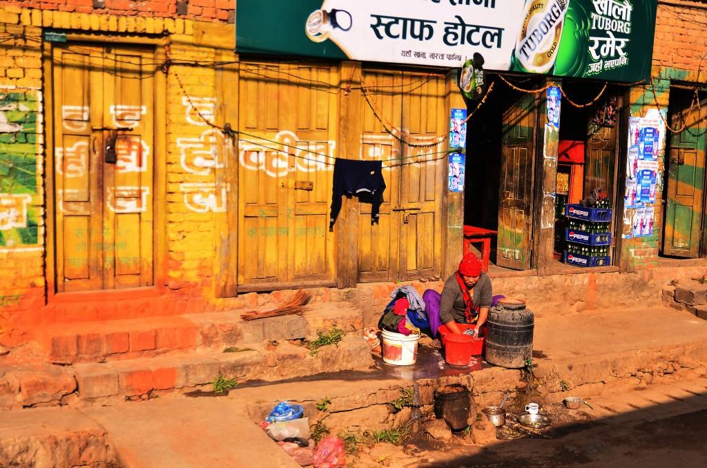 Zdjęcia: Okolica Pokhary, Centralny Nepal, Kolorowa ulica, NEPAL