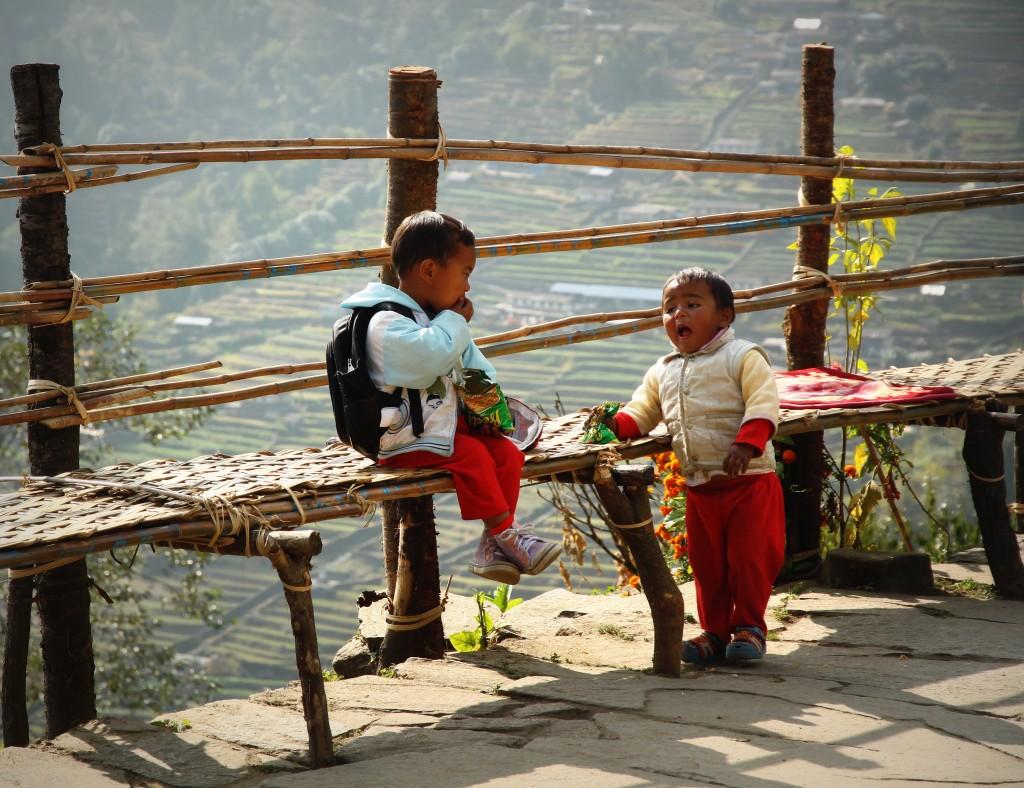 Zdjęcia: Chomrong, Himalaje, Zabawa po szkole, NEPAL