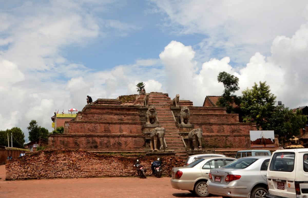 Zdjęcia: Bhaktapur, Dolina Kathmandu, w oczekiwaniu na odbudowę, NEPAL