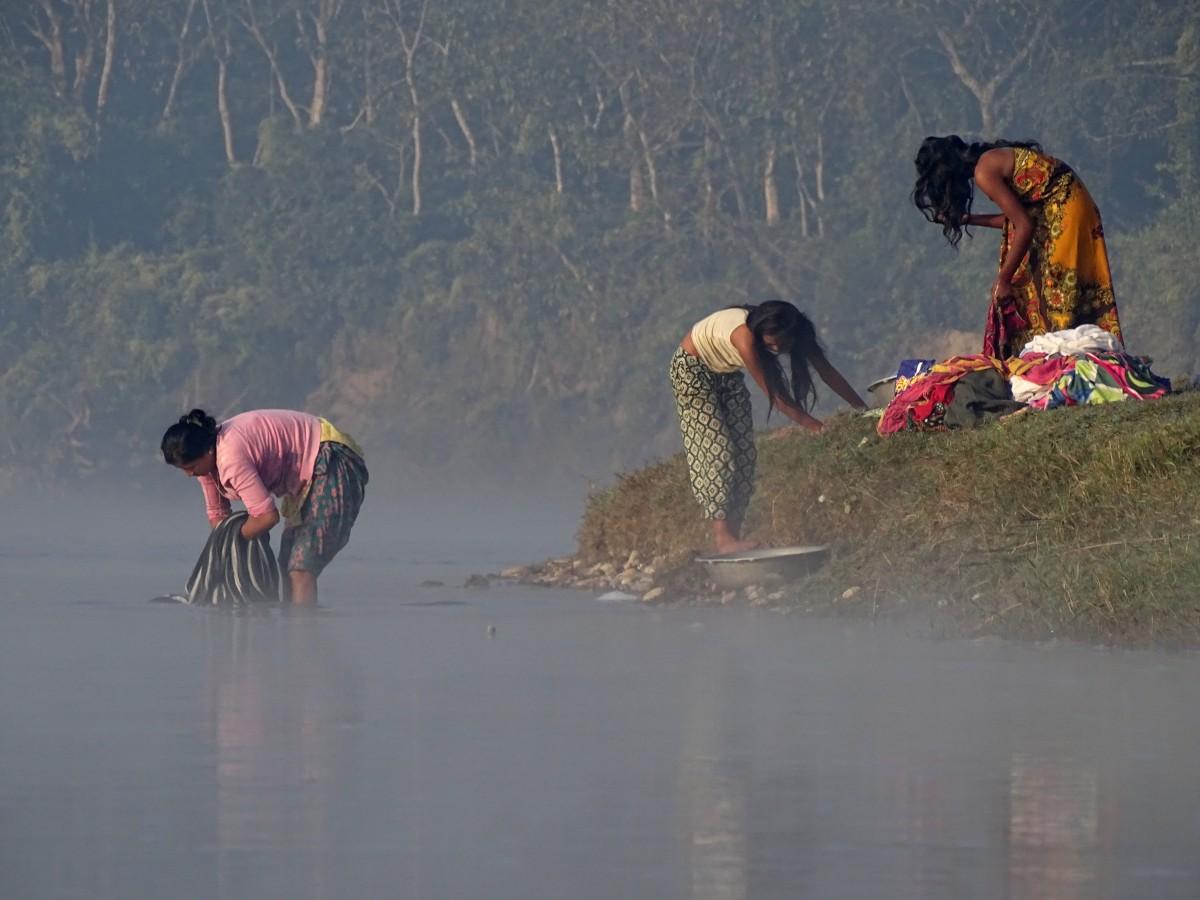 Zdjęcia: nad rzeką Rapti, Royal Chitwan National Park, W porannej mgle, NEPAL