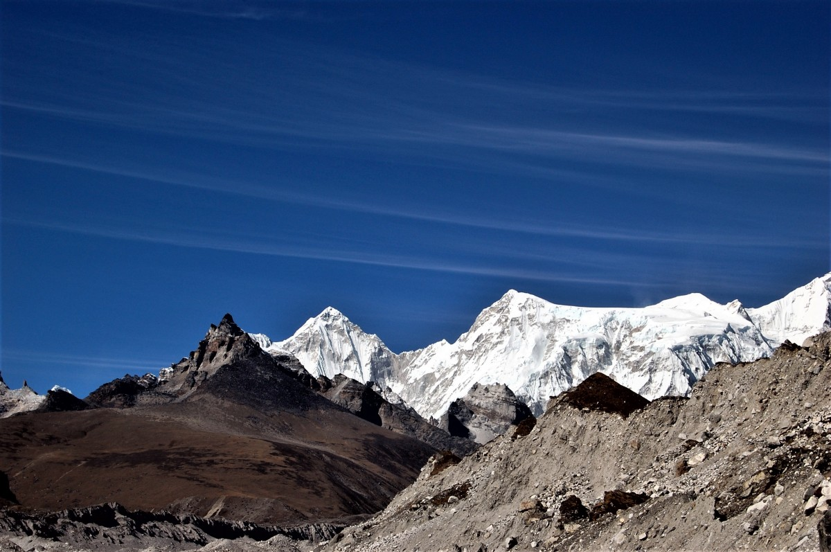 Zdjęcia: Lodowiec Ngozumpa, Himalaje, rejon  Gokyo Ri, Cirrus fibratus, NEPAL