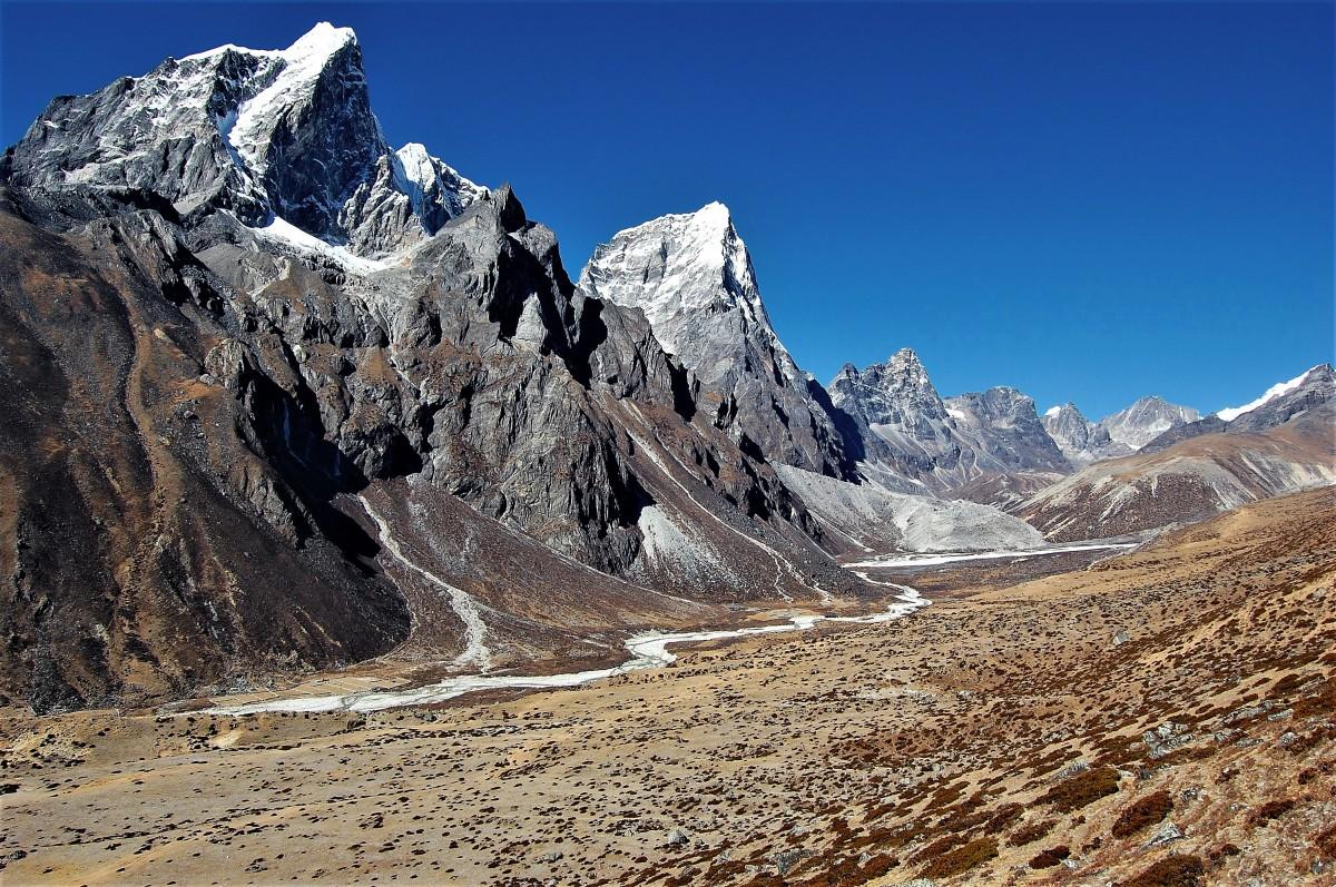 Zdjęcia: Chubejung Kharka, Himalaje, Sagarmatha Himal, Taboche Peak i Arakam Tse - himalajskie diwy, NEPAL