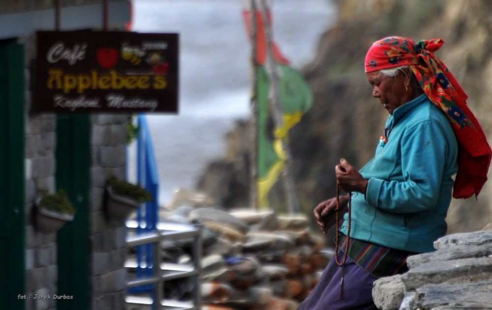 Zdjęcia: Kagbeni, Mustang, chwila skupienia, NEPAL