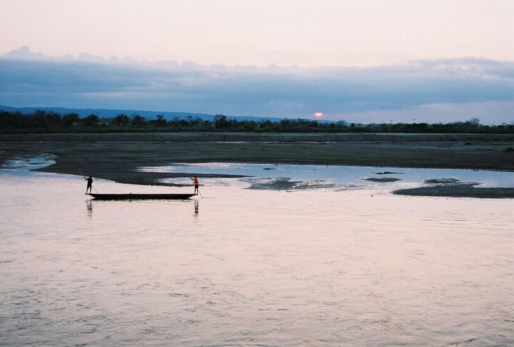 Zdjęcia: Sauraha, P.N. Chitwan, zachód słońca nad rzeką Rapti, NEPAL